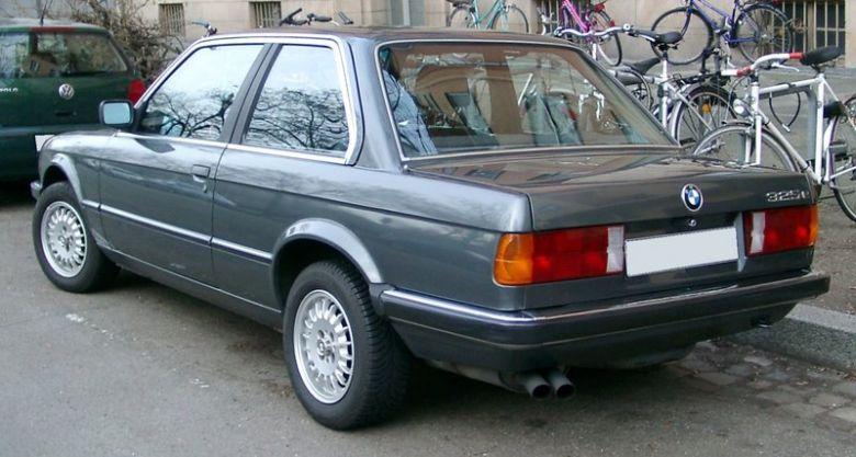 BMW_E30_rear_20080127.jpg