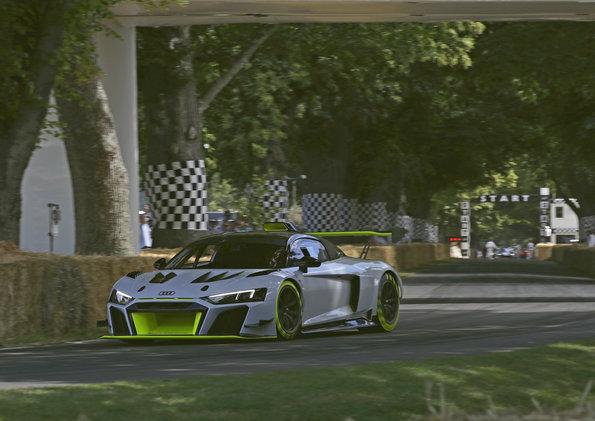 Der neue R8 GT2 aus seitlicher Perspektive