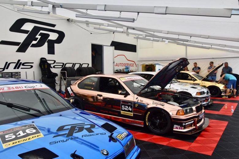 Racetrailer1.jpg