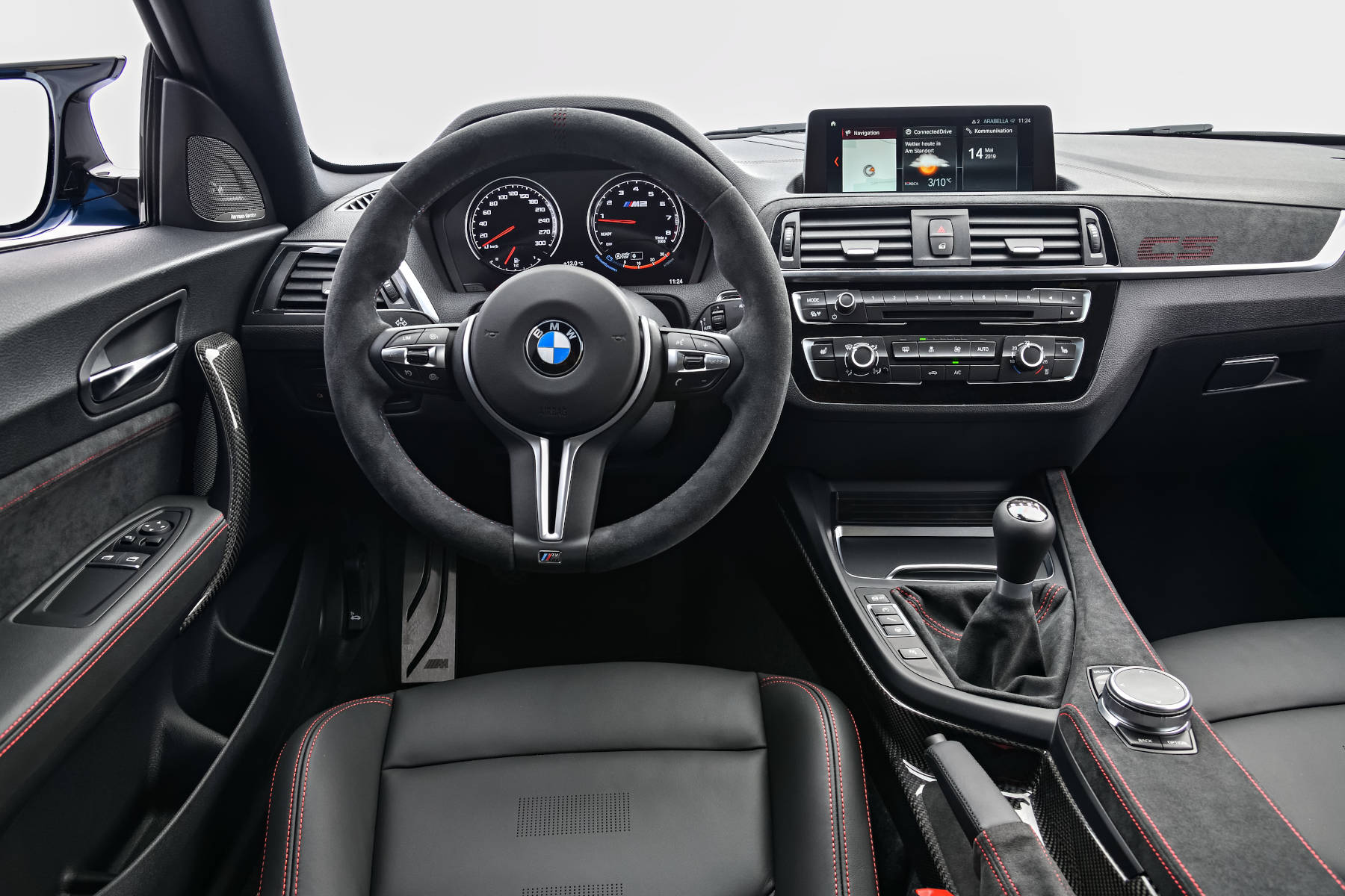 Innenraum des BMW M2 CS aus Fahrersicht