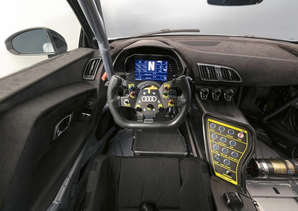 Lenkrad des R8 LMS GT4 mit Drehregler